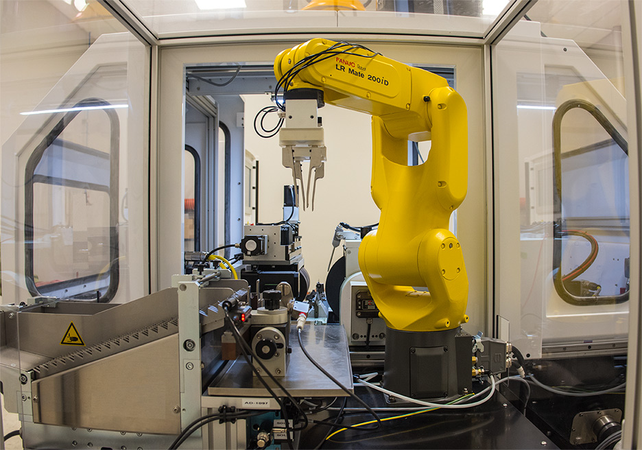 GT-610 CNC Centerless Grinder with Six Axis Fanuc Robot